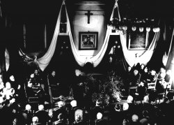 Celebration in commemoration of Leon Wyczółkowski in the Meeting Room of the Bydgoszcz Town Hall, 1937, MOB.Wb. 449